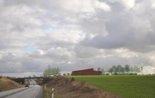 Fotomontage av Lund Omformarstation belägen vid korsningen Väg 108/ järnvägen Lund-Malmö. Vy från väster.